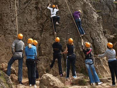 rockclimbingoutdoor2-min